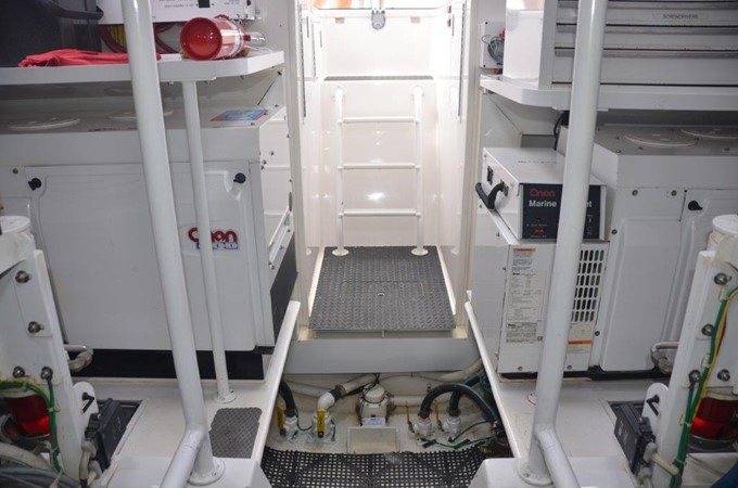 Engine Room 2007 VIKING Enclosed Bridge Sport Fisherman 2473208