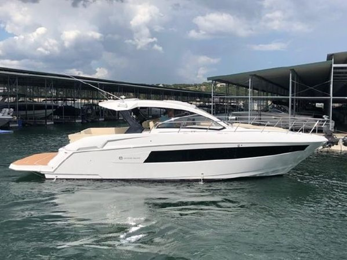 2018 CRUISERS YACHTS  Cruiser 2473335