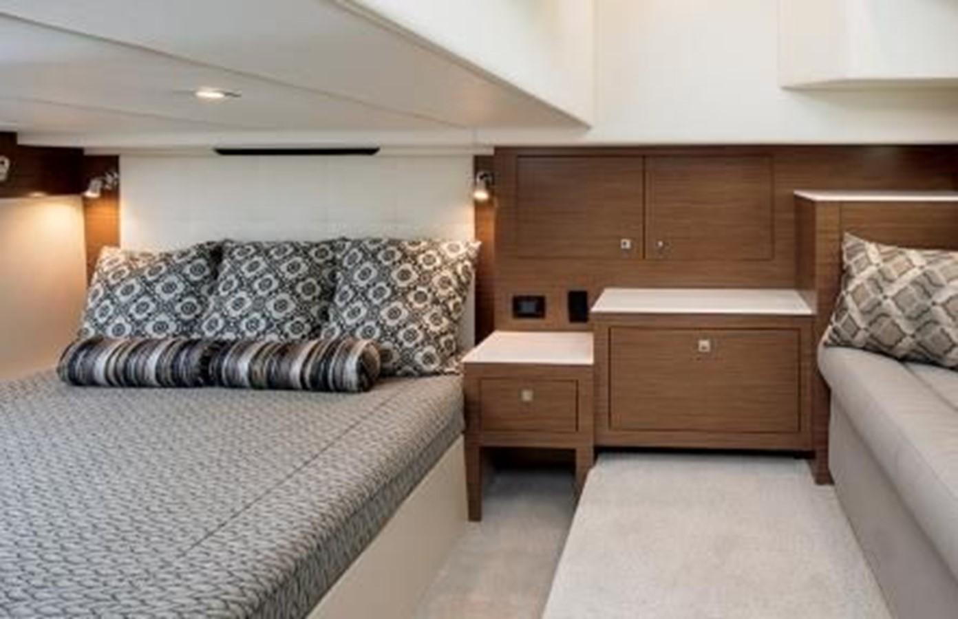 2018 CRUISERS YACHTS  Cruiser 2473338