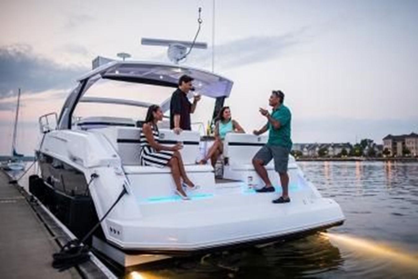 2018 CRUISERS YACHTS  Cruiser 2473341