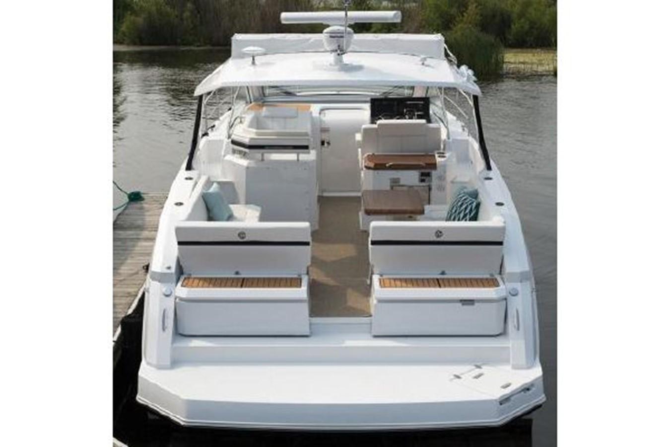 2018 CRUISERS YACHTS  Cruiser 2473342