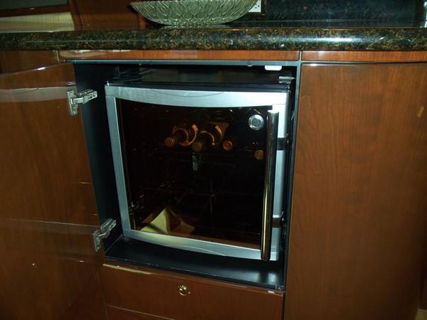 Salon Wine Cooler 2008 NEPTUNUS Flybridge Motoryacht Cruiser 2498050