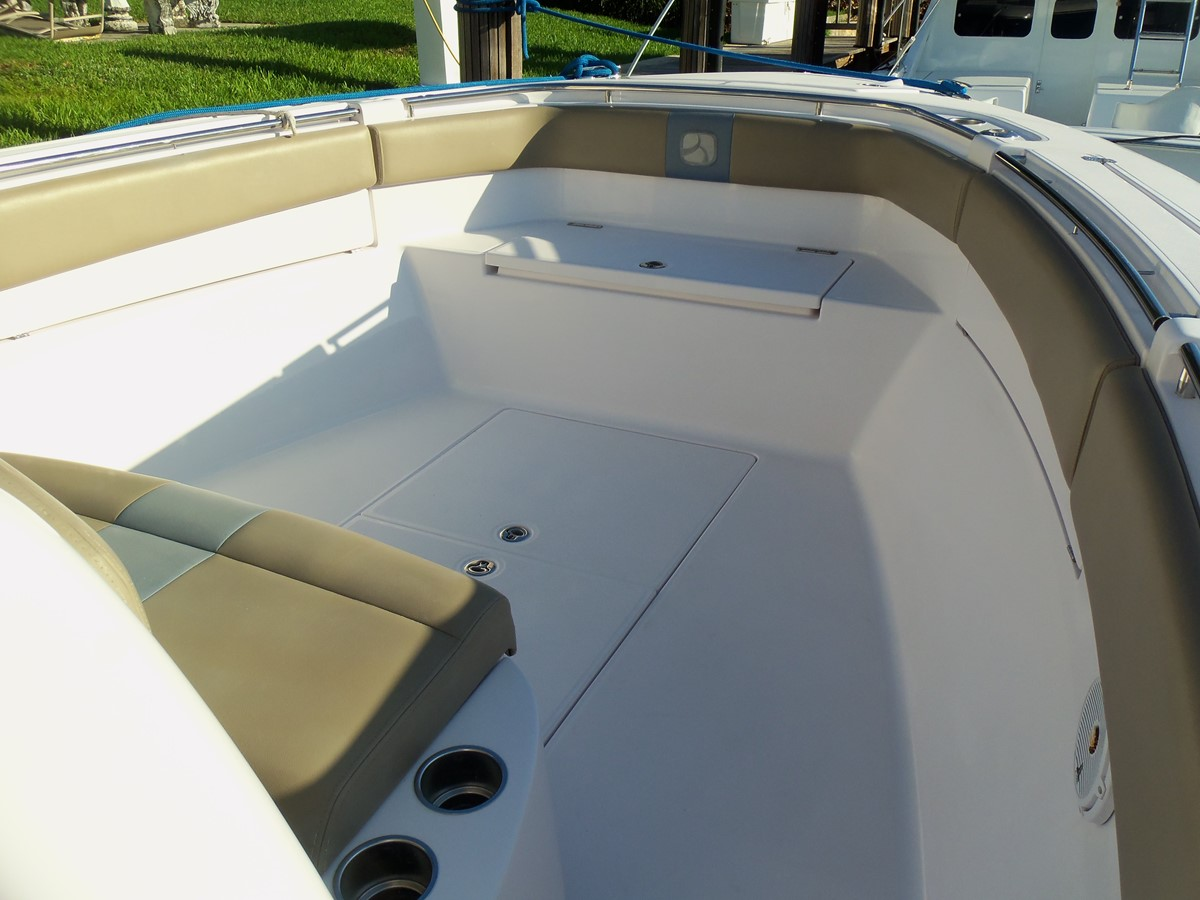 Bow Seating 2014 BELZONA MARINE  325 CC Center Console 2478769