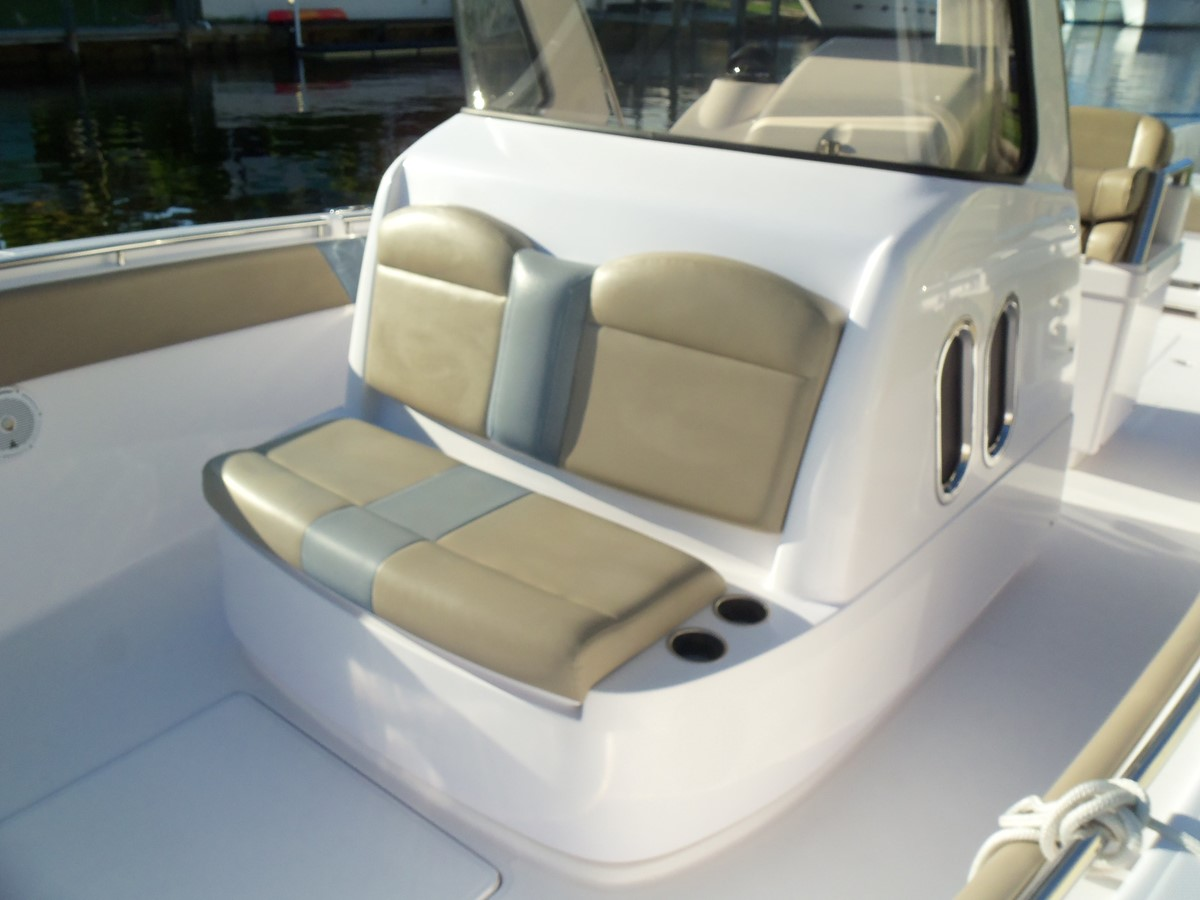 Forward Console Seating 2014 BELZONA MARINE  325 CC Center Console 2478777