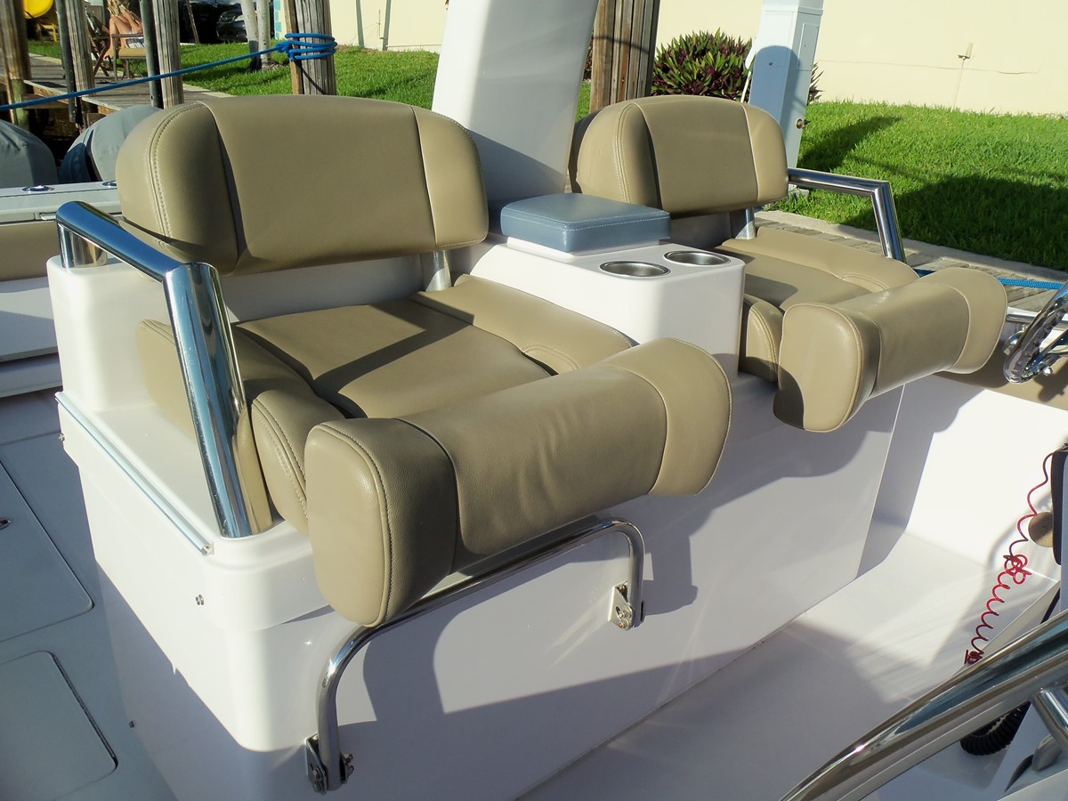 Helm Seat Position 2014 BELZONA MARINE  325 CC Center Console 2478782