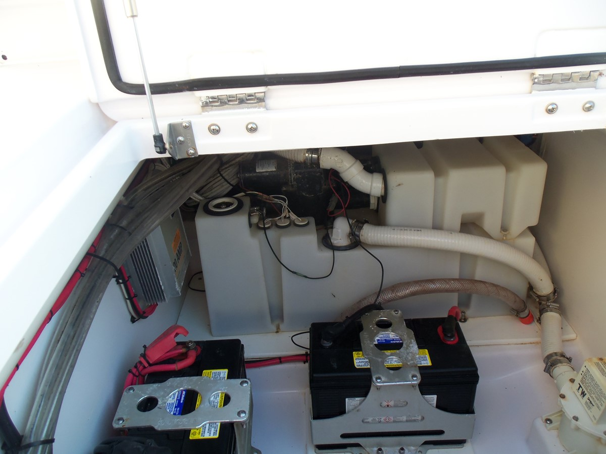 Toilet System 2014 BELZONA MARINE  325 CC Center Console 2478814