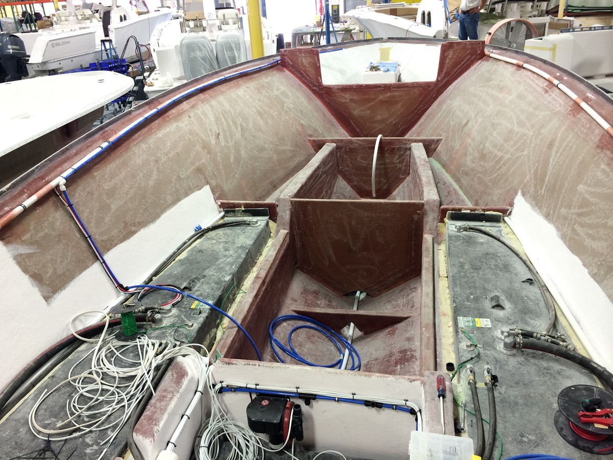 Jan 2014 Hull Construction Looking Forward 2014 BELZONA MARINE  325 CC Center Console 2479748