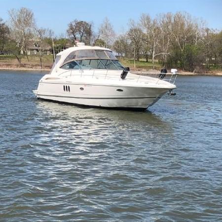 2006 Cruisers Yachts  Cruiser 2477464