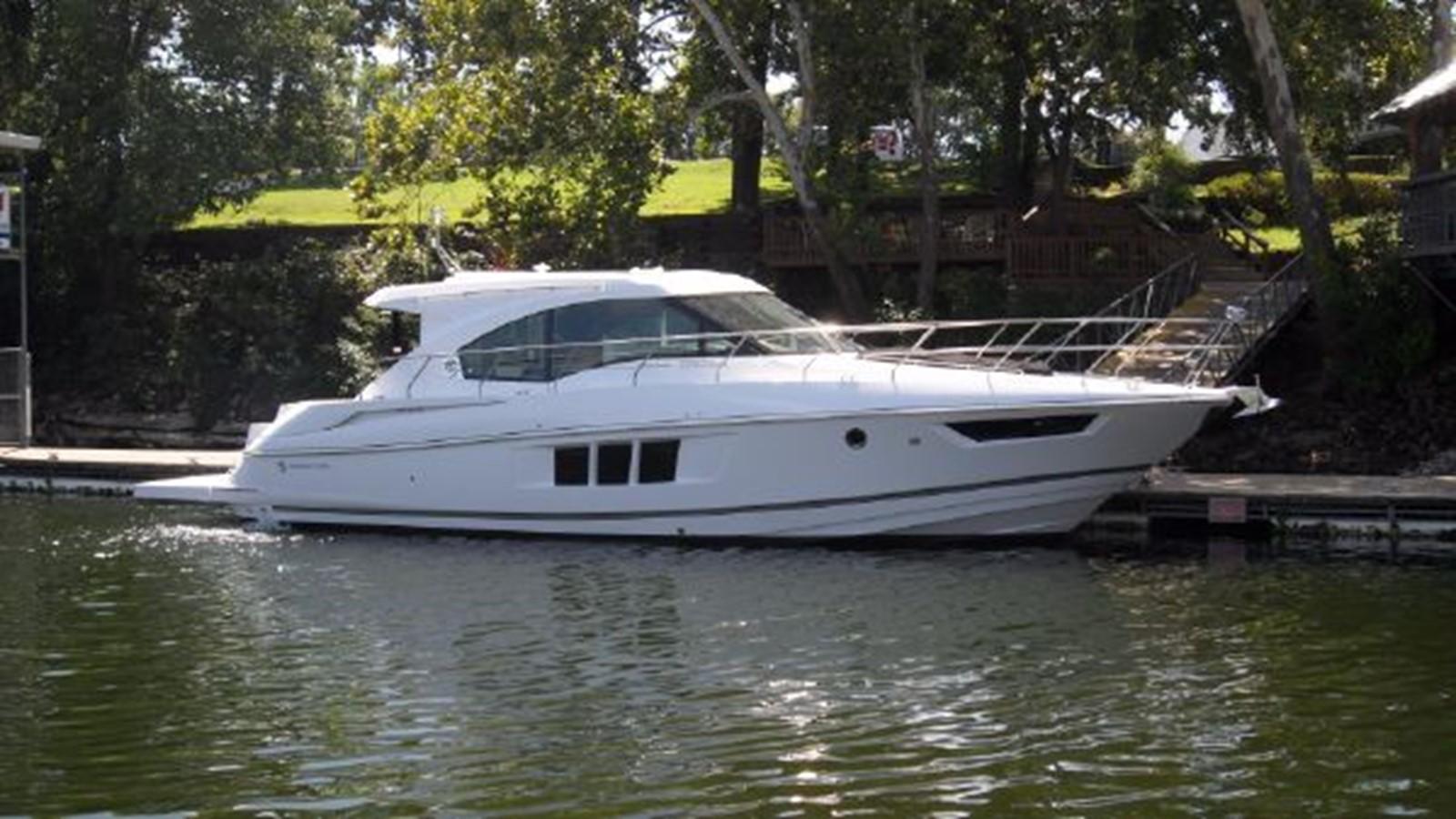 2015 CRUISERS YACHTS  Motor Yacht 2477768