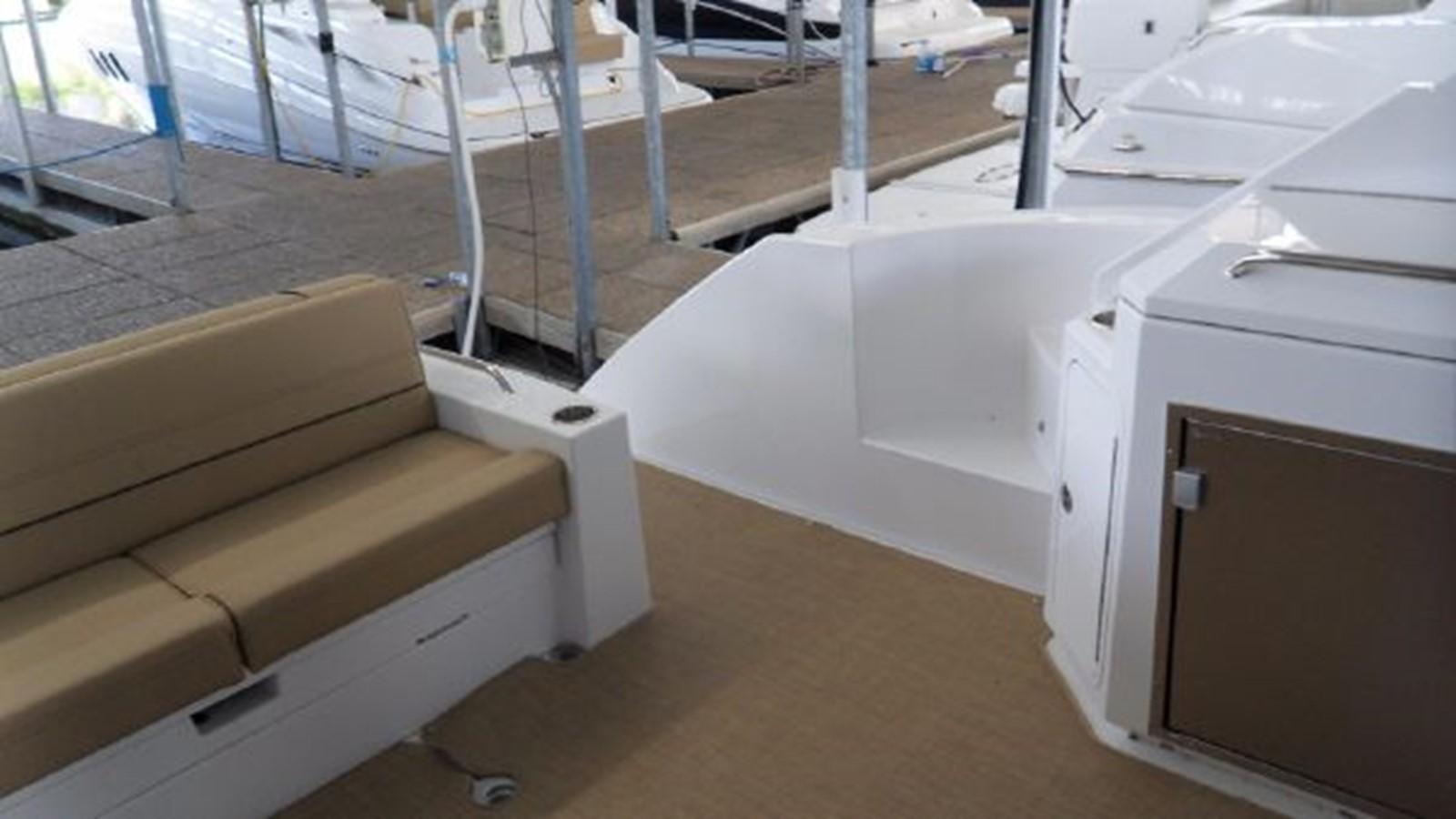 2015 CRUISERS YACHTS  Motor Yacht 2477775