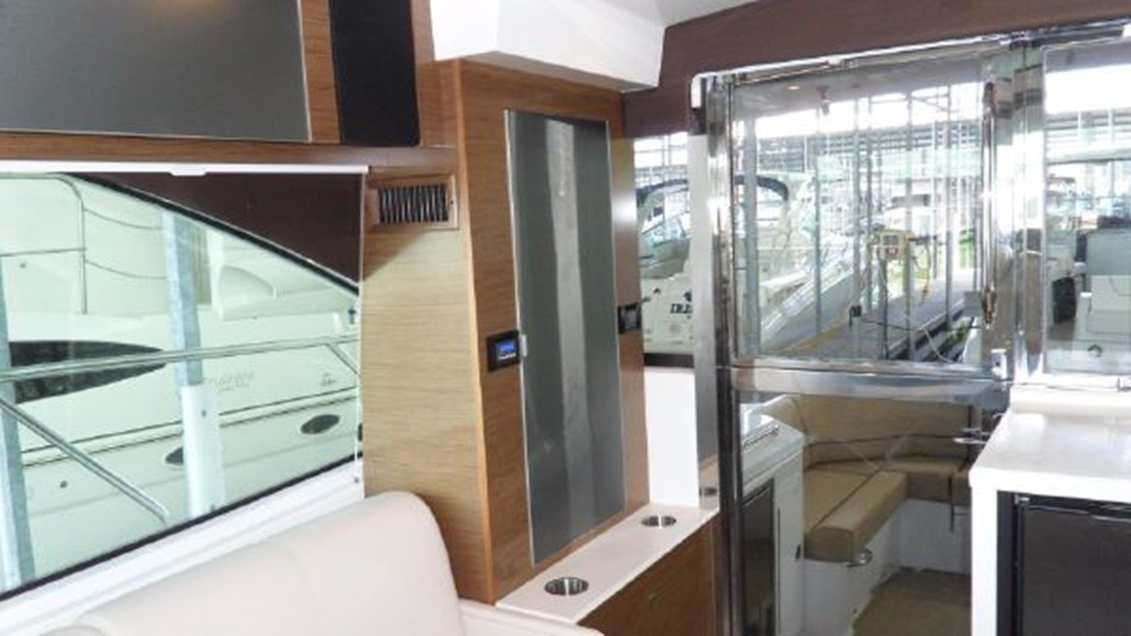 2015 CRUISERS YACHTS  Motor Yacht 2477783
