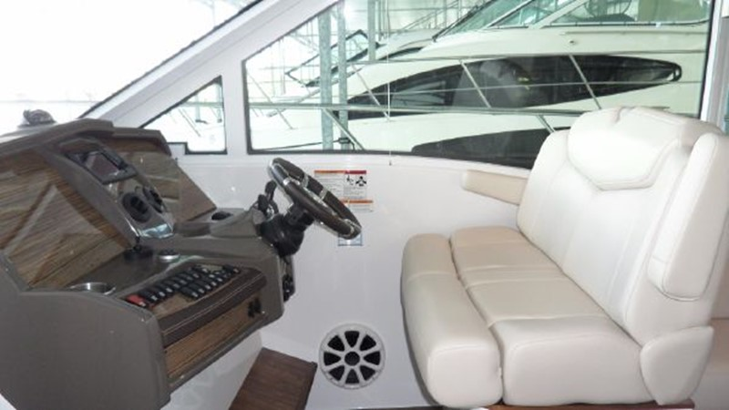 2015 Cruisers Yachts  Motor Yacht 2477787