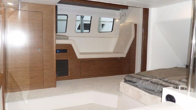 2015 Cruisers Yachts  Motor Yacht 2477792