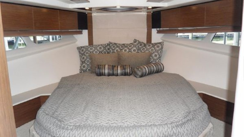 2015 Cruisers Yachts  Motor Yacht 2477794