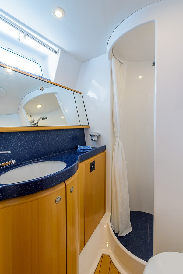 Guest Head and Shower 2000 KELLY ARCHER Van de Stadt Cruising Sailboat Cruising Sailboat 2481183