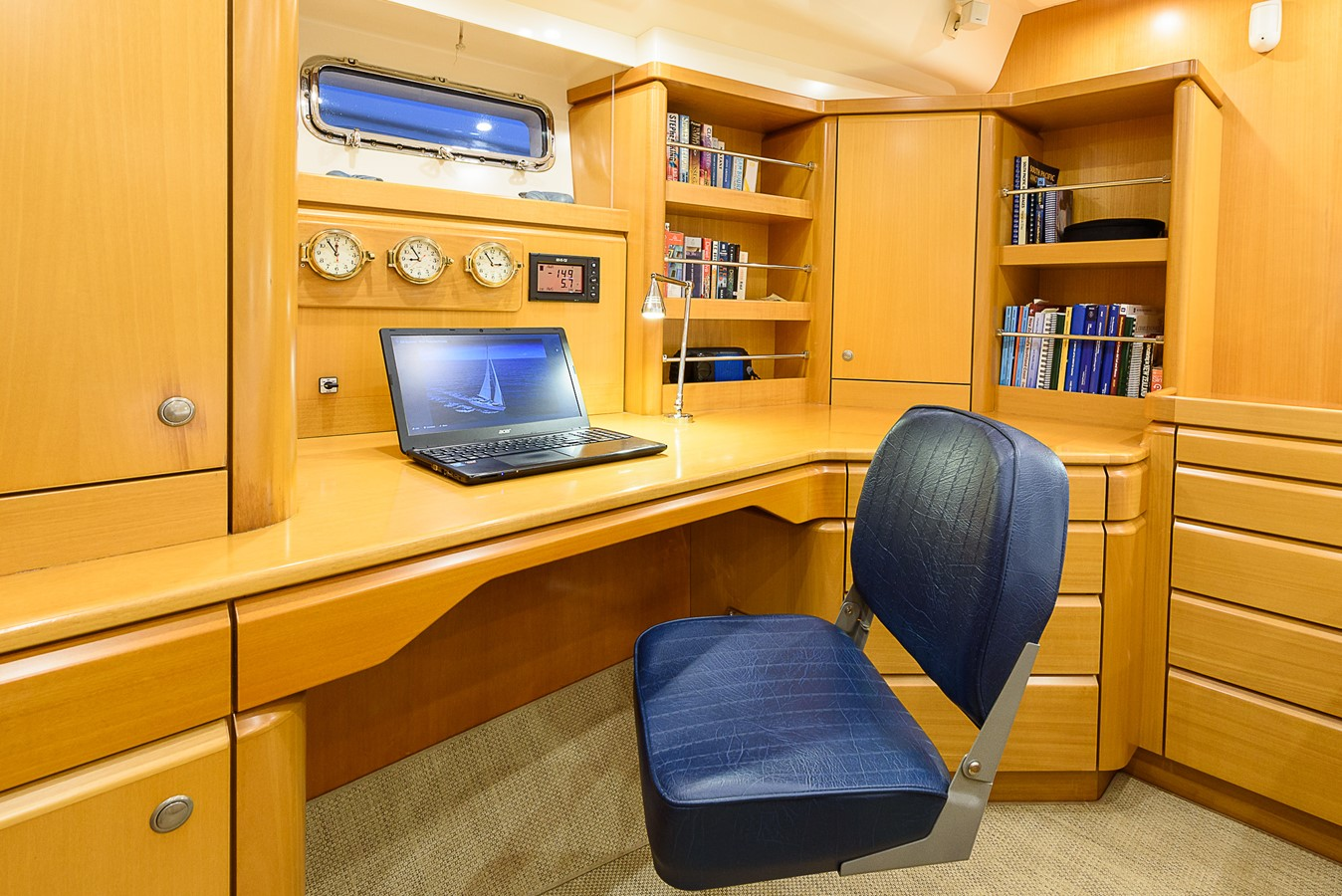 Office Space in Owner's Cabin 2000 KELLY ARCHER Van de Stadt Cruising Sailboat Cruising Sailboat 2481188
