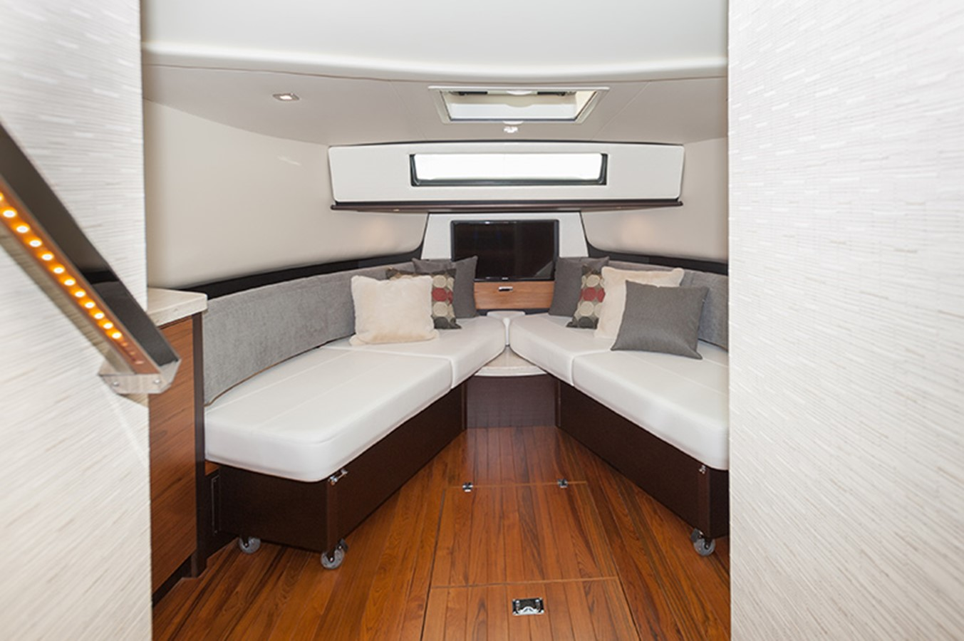 Forward Seating, Split Berth 2016 TIARA Q44 Motor Yacht 2532623