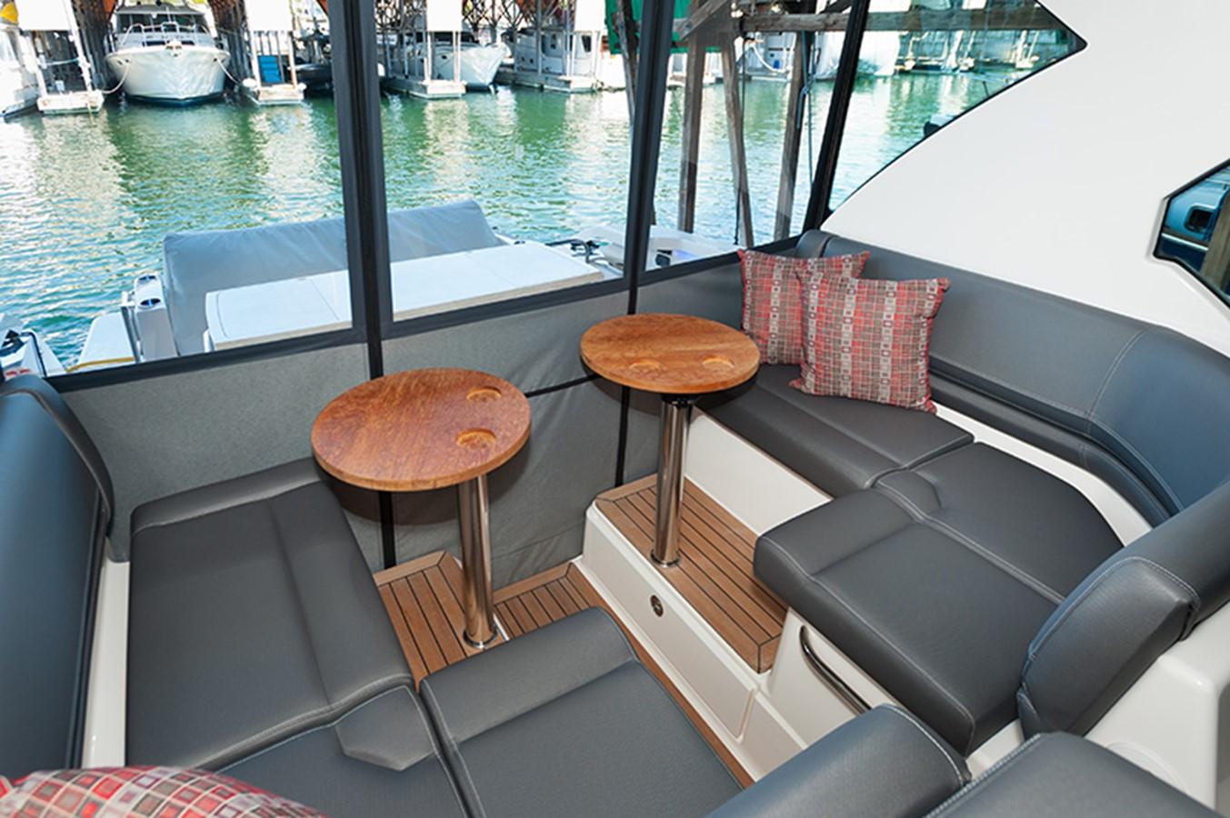 Bridge Deck Seating 2016 TIARA Q44 Motor Yacht 2532638