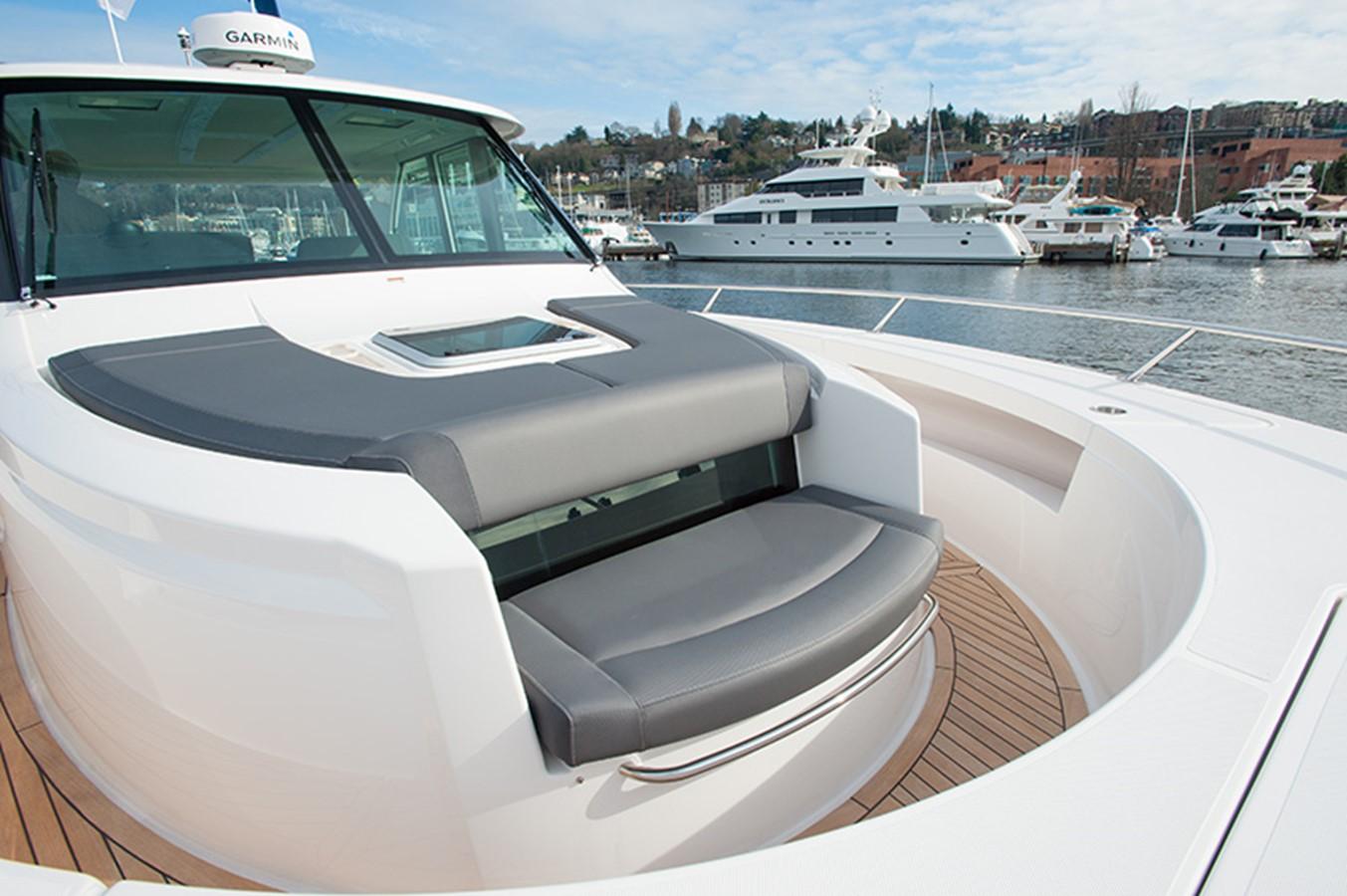 Bow Seating 2016 TIARA Q44 Motor Yacht 2532647