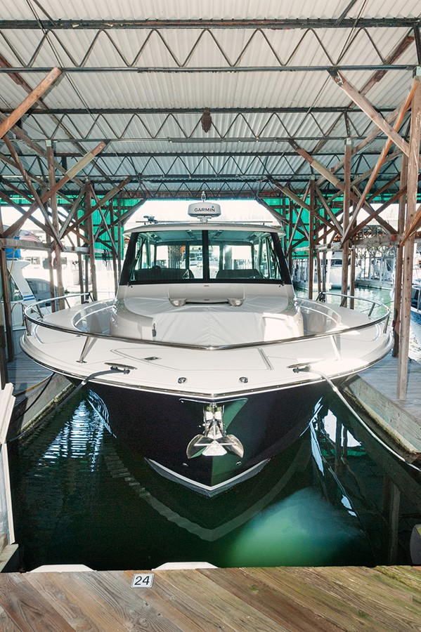 Moored Under Cover 2016 TIARA Q44 Motor Yacht 2532651