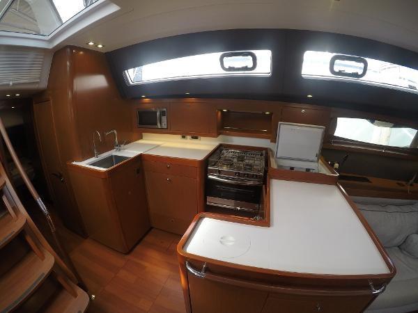 2016 BENETEAU Oceanis 60 Cruising Sailboat 2482462