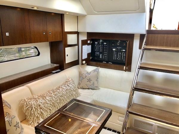 Salon 2011 Cruisers Yachts 48 Cantius Cruiser 2485364