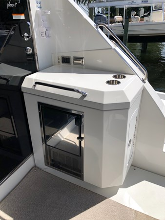 Electric BBQ Grill 2011 Cruisers Yachts 48 Cantius Cruiser 2485377
