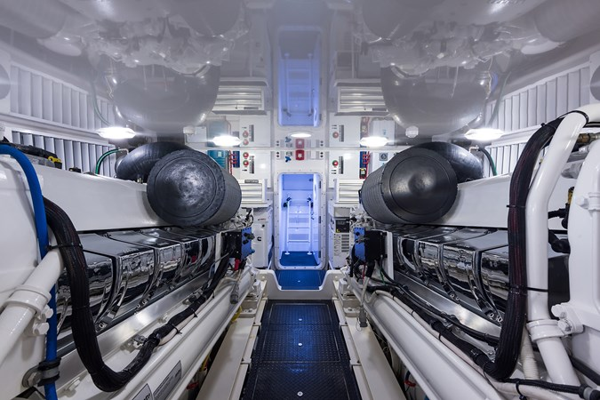 Engine Room 2016 VIKING  Sport Fisherman 2535220