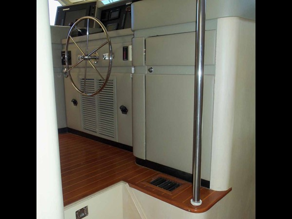 Pilothouse Entrance 1990 BROWARD Custom Extended Motor Yacht 2499308