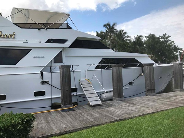 Side Deck Entrance 1990 BROWARD Custom Extended Motor Yacht 2499344