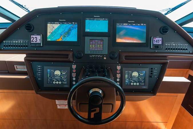 82 Pershing Groot_Exteriors and Details_18-SMALL 2015 PERSHING  High Performance 2492044