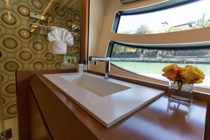 82 Pershing Groot_Exteriors and Details_23-SMALL 2015 PERSHING  High Performance 2492049