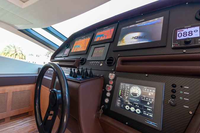 82 Pershing Groot_Exteriors and Details_25-SMALL 2015 PERSHING  High Performance 2492051