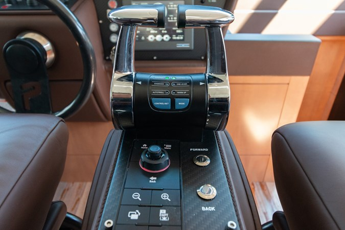 82 Pershing Groot_Exteriors and Details_27-SMALL 2015 PERSHING  High Performance 2492053