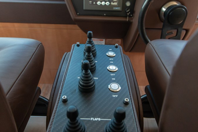 82 Pershing Groot_Exteriors and Details_28-SMALL 2015 PERSHING  High Performance 2492054