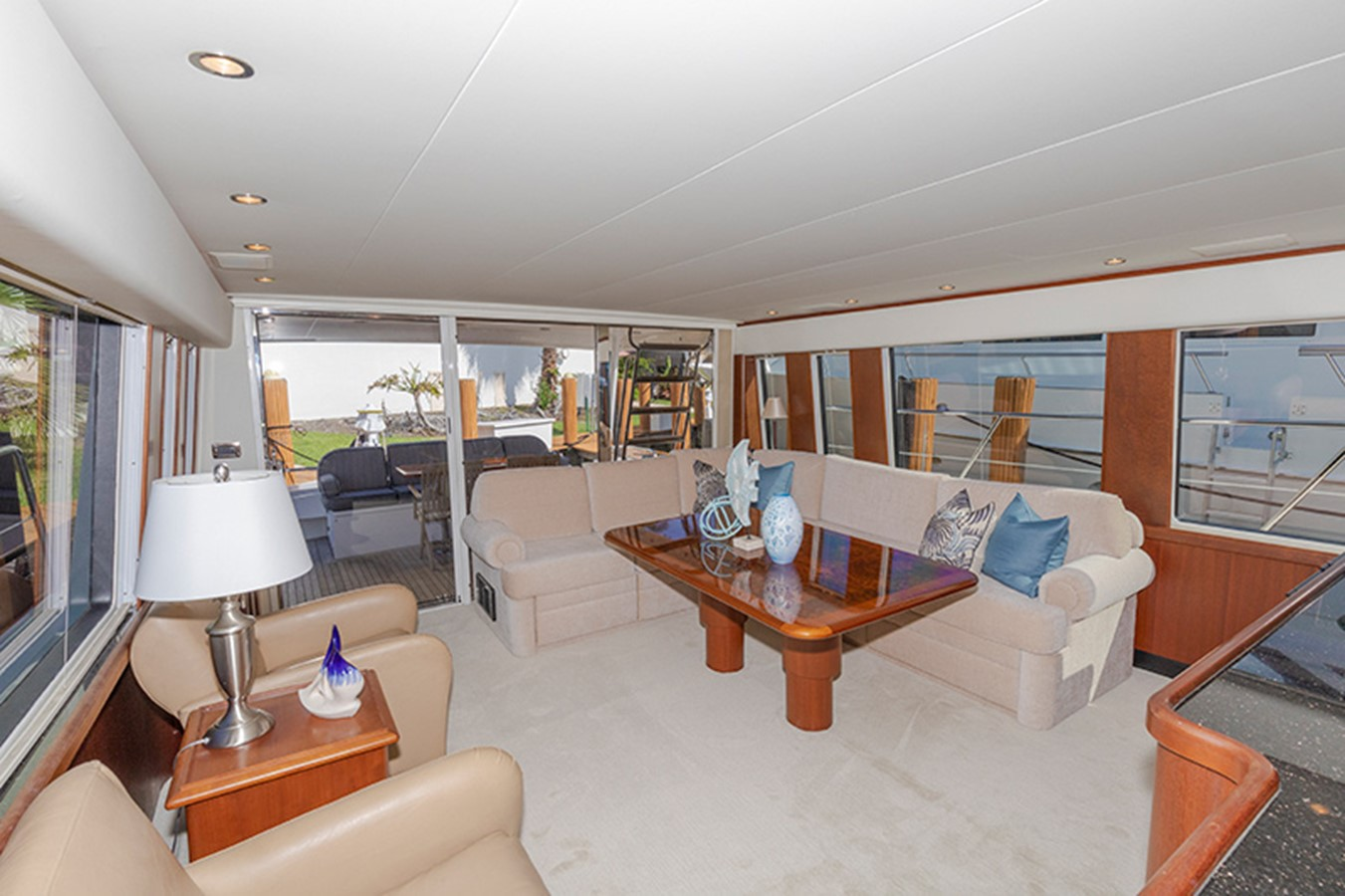 Salon Looking Aft 2006 PACIFIC MARINER  Motor Yacht 2537822