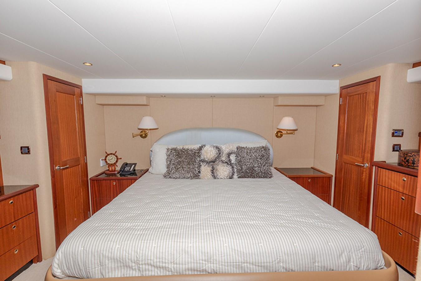 Master Stateroom 2006 PACIFIC MARINER  Motor Yacht 2537829