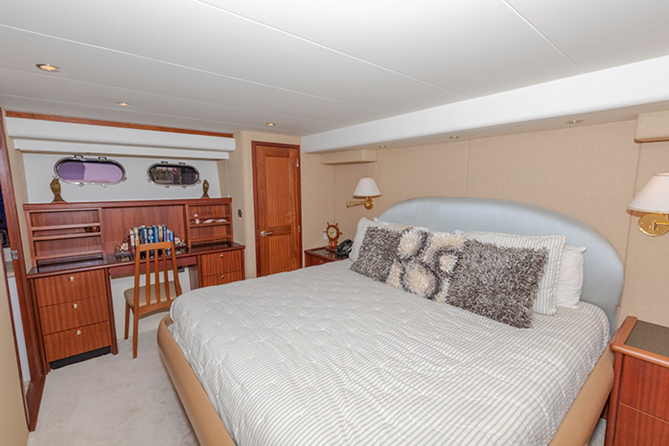 Master Stateroom 2006 PACIFIC MARINER  Motor Yacht 2537831