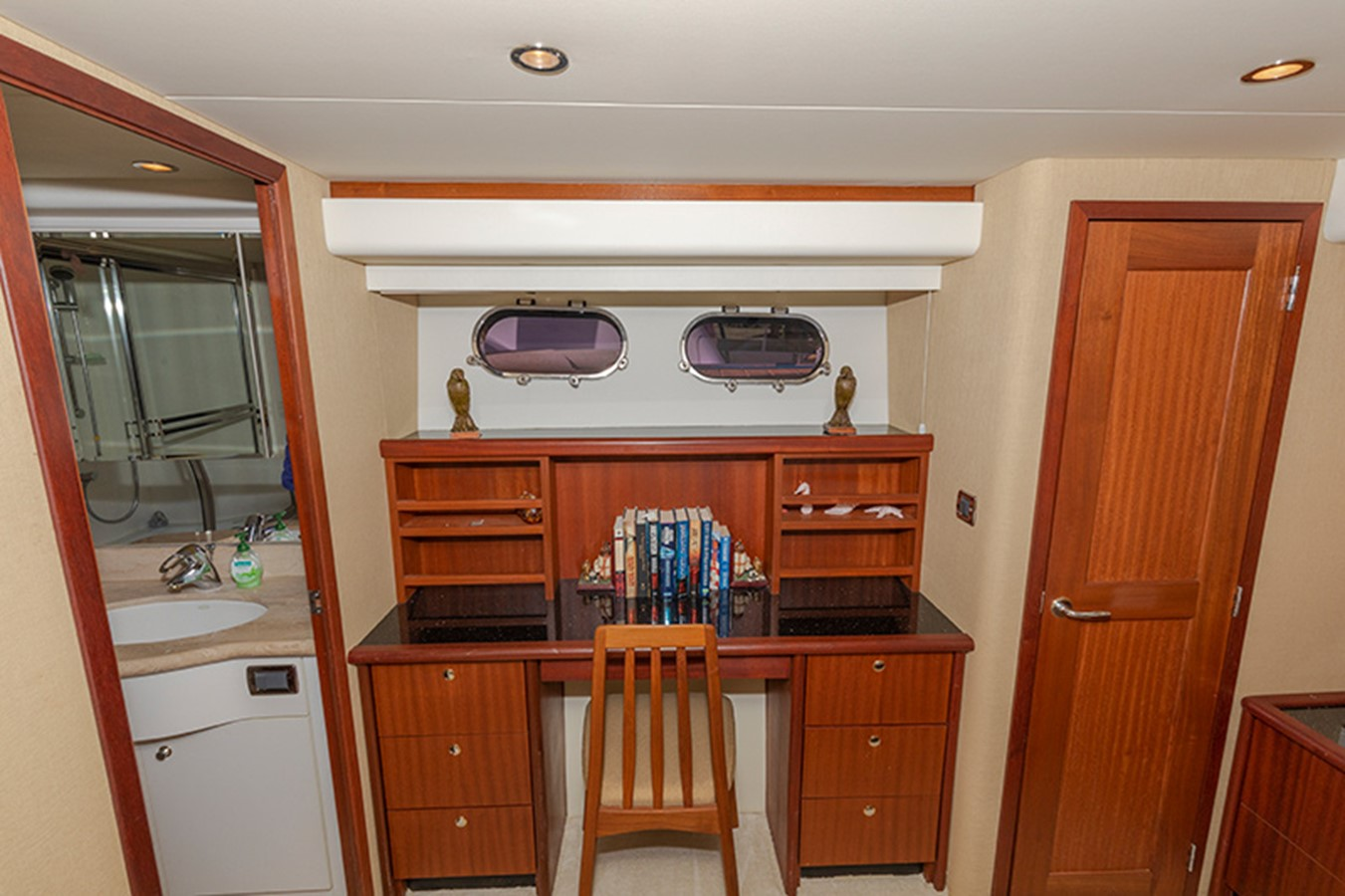 Master Stateroom 2006 PACIFIC MARINER  Motor Yacht 2537832