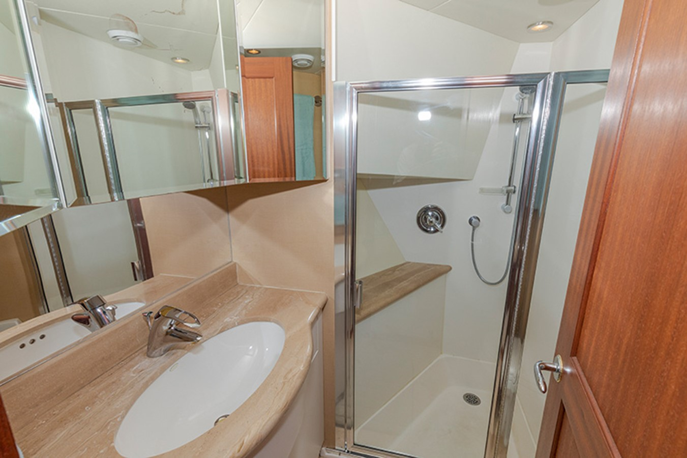 Guest Bath 2006 PACIFIC MARINER  Motor Yacht 2537835