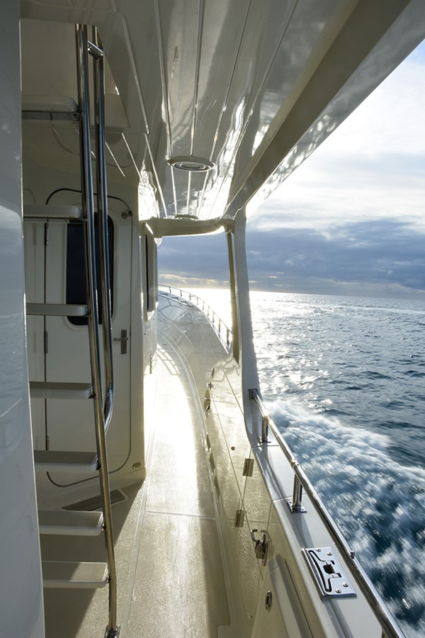 Side Deck 2007 OFFSHORE YACHTS Voyager Motor Yacht 2533914