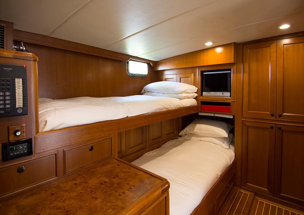 Crew 2007 OFFSHORE YACHTS Voyager Motor Yacht 2533918
