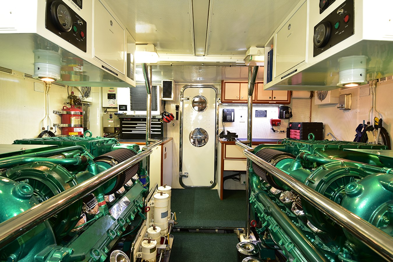 Engine Room 2007 OFFSHORE YACHTS Voyager Motor Yacht 2533922
