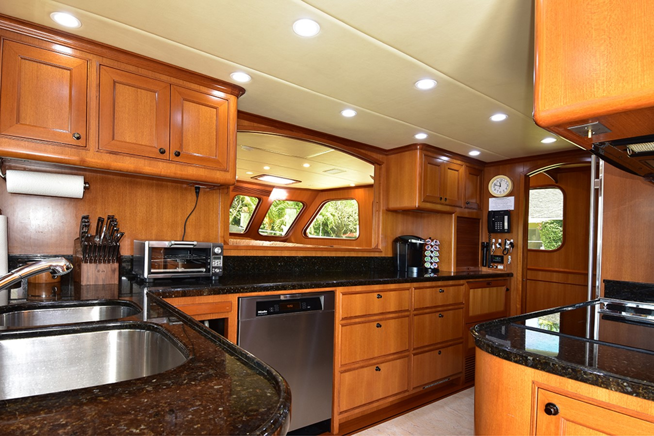 Galley 2007 OFFSHORE YACHTS Voyager Motor Yacht 2533926