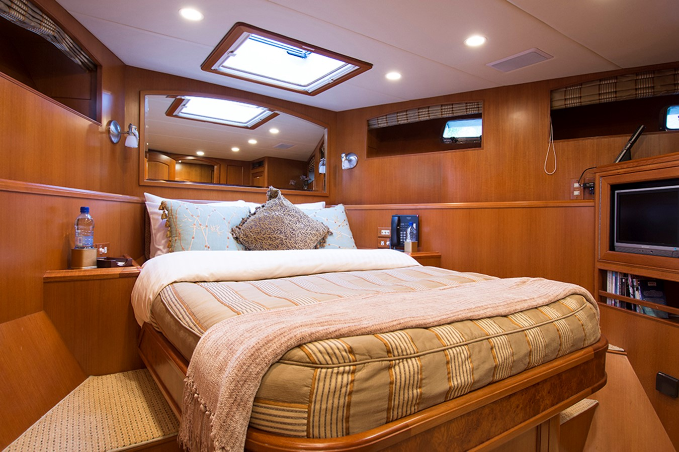 Guest Stateroom Forward 2007 OFFSHORE YACHTS Voyager Motor Yacht 2533933