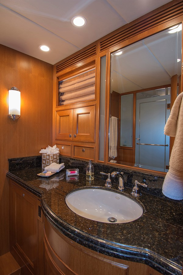 His & Hers Master Bath 2007 OFFSHORE YACHTS Voyager Motor Yacht 2533934