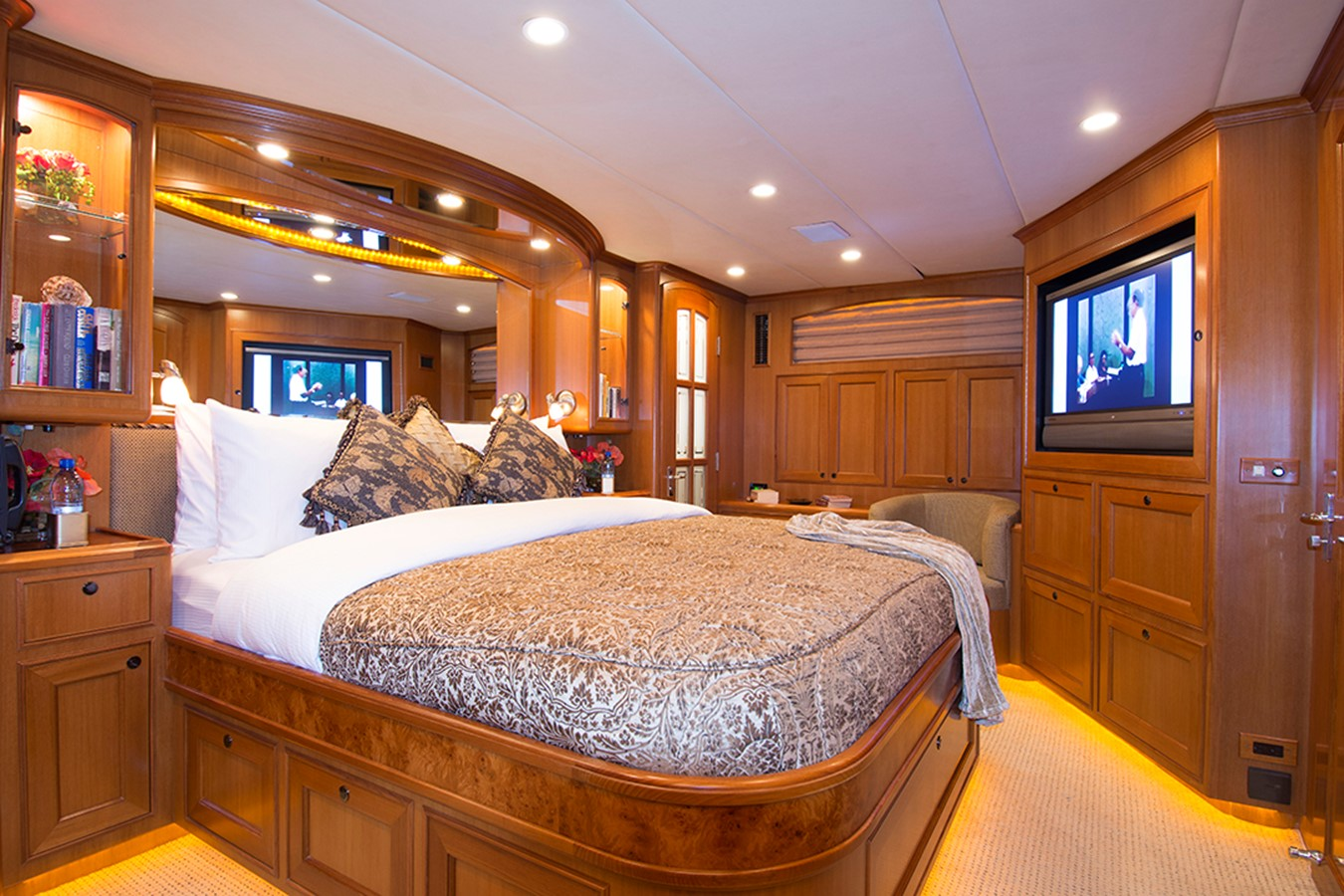 Master Stateroom 2007 OFFSHORE YACHTS Voyager Motor Yacht 2533935