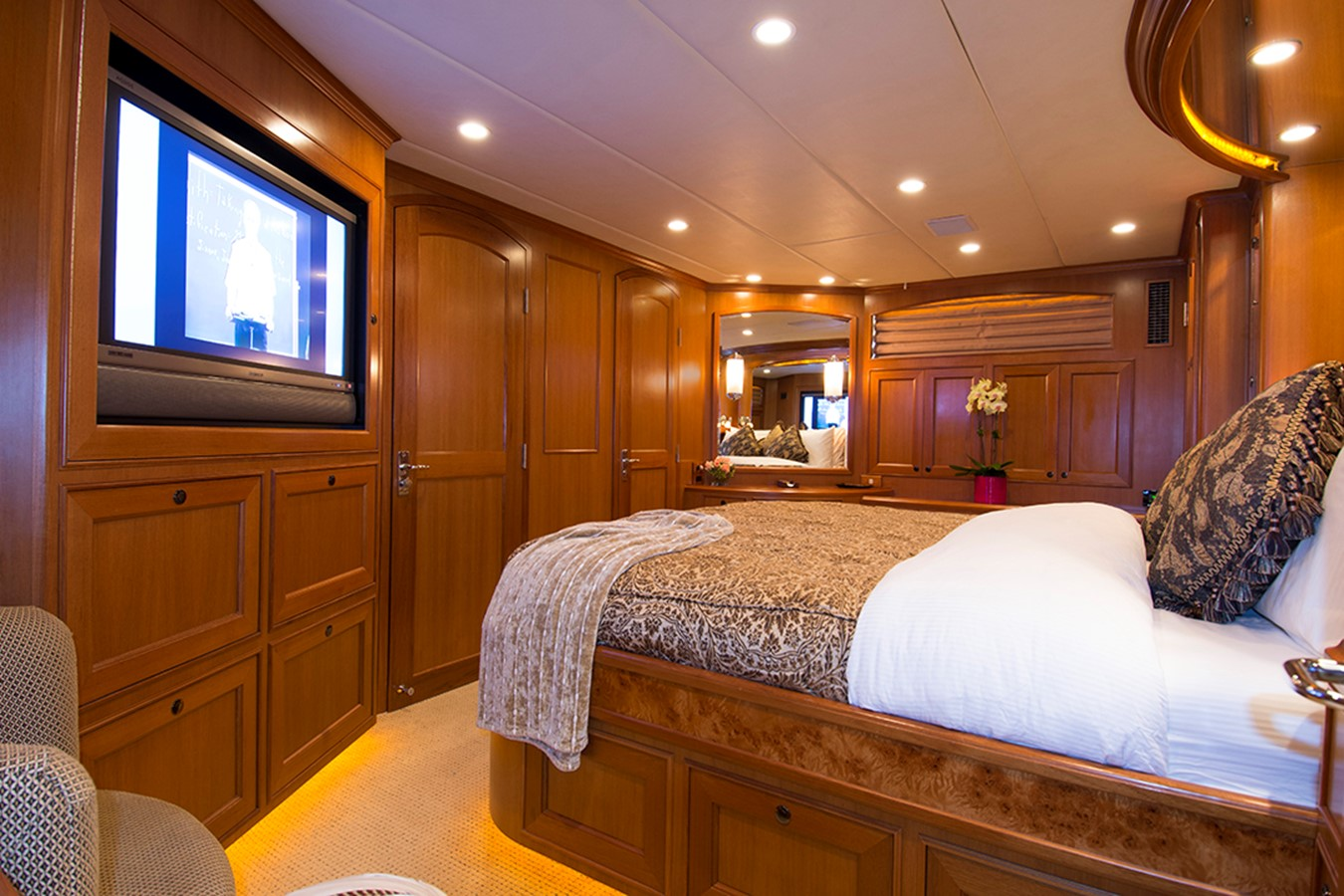 Master Stateroom 2007 OFFSHORE YACHTS Voyager Motor Yacht 2533936
