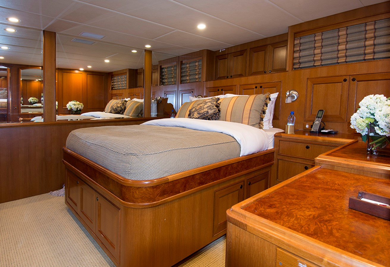 VIP Stateroom 2007 OFFSHORE YACHTS Voyager Motor Yacht 2533937