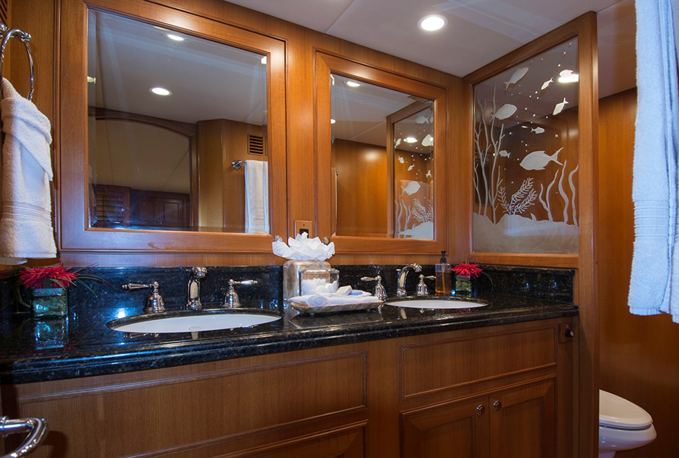 VIP Head 2007 OFFSHORE YACHTS Voyager Motor Yacht 2533938